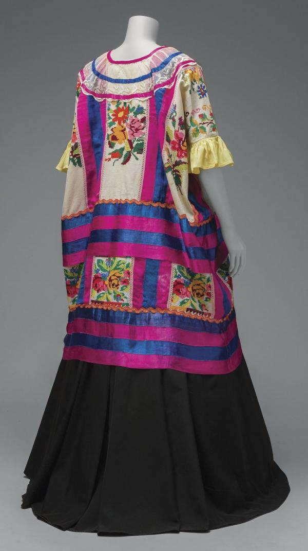2019_Frida_Kahlo_Appearances_Can_Be_Deceiving_VAFKJH_0462rt1_1048w_600_1071